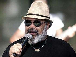 Jorge Aragão é um dos cantores e compositores de maior sucesso no Brasil. São mais de 40 anos de carreira. Veja horário e como assistir live dele hoje.