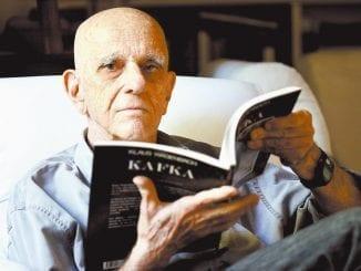 Marcado por palavrões em textos, Rubem Fonseca defendia que toda palavra tinha que ser usada. Escreveu primeiro livro aos 17 anos. Morreu de infarto.