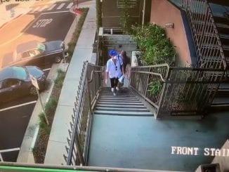 Câmeras de segurança mostram visita de casal real a residências de portadores de deficiência em Los Angeles. Príncipe Harry e Megan integram Angel Food.