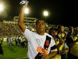 """Ídolo do Vasco, Romário dá parabéns ao estádio onde marcou milésimo gol e agradece por estátua: """"homenagem f..."""""""