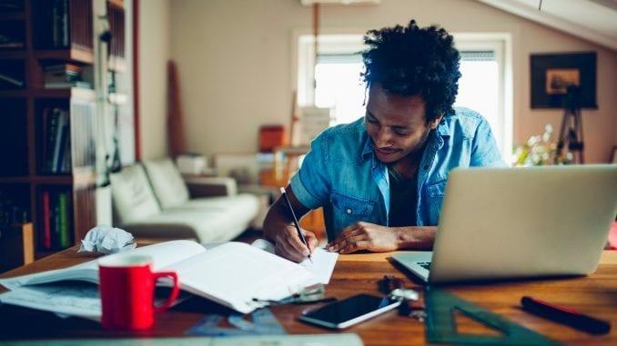 Pelo Estude em Casa, candidatos vão poder ser preparar para o ENEM com conteúdos virtuais pela internet. Medida foi anunciada hoje pela Secretaria de Educação da Bahia,