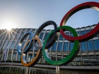 Organizadores das Olimpíadas condicionam realização dos Jogos em Tóquio a surgimento de vacina contra o coronavírus.