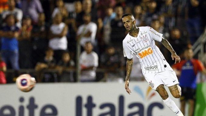 Decisão do Corinthians é motivada por ação judicial que obrigou o clube a pagar R$ 750 mil de adicional por trabalho noturno e aos domingos a ex-zagueiro.