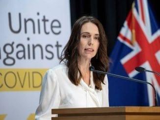 Primeira-ministra da Nova Zelândia, Jacinda Adern, manteve a calma em terremoto de intensidade média durante entrevista ao vivo em TV local.