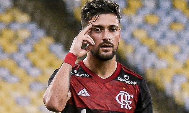Contra o Bangu, uruguaio Arrascaeta faz o primeiro gol do Flamengo no retorno após parada da pandemia. Veja gols e melhores momentos do primeiro tempo.