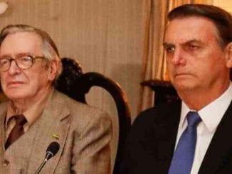 """Maior inspiração """"intelectual"""" de Bolsonaro, Olavo de Carvalho chama presidente de covarde, cobra apoio, acusa-o de cometer crime e ameaça derrubar Governo."""
