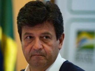 Ex-ministro Mandetta fez duras críticas à presença de militares em cargos chaves da Saúde e diz que governo prioriza lealdade burra e genocida.
